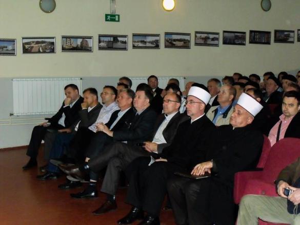 U Kalesiji obilježen Dan džamija: Javna tribina, izložba fotografija i prikazivanje filma