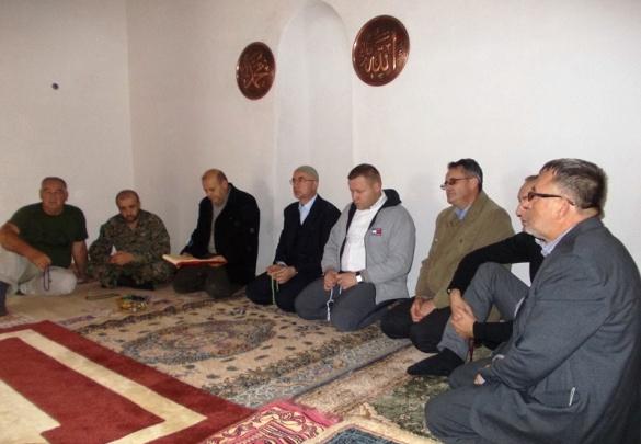 Muftije Fazlović i Pašalić u džamiji na Kušlatu