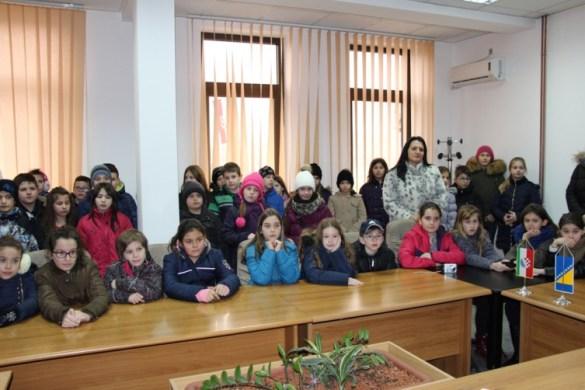 Osnovci iz Odžaka u Aziziji u Orašju
