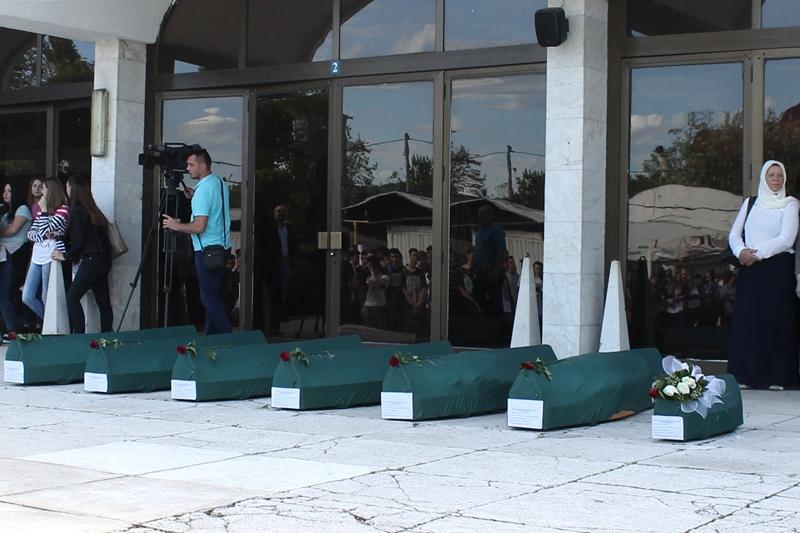 Iz Tuzle ispraćena tijela ubijenih bratunačkih civila