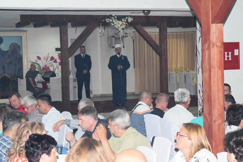 Iftar i teravija sa zlatnim ljiljanima i pripadnicima Oružanih snaga