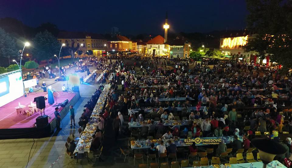 Veliki iftar na Trgu Slobode: Poruka ramazanske radosti iz Tuzle