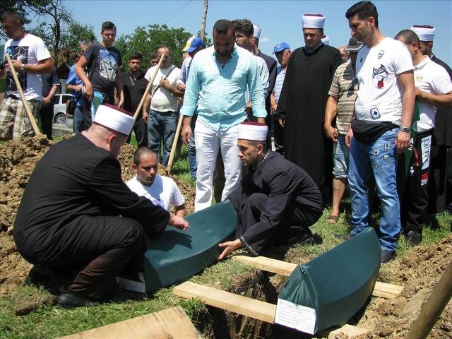 Dženaza ubijenoj djeci u Skočiću kod Zvornika