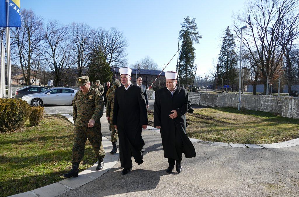 Tuzlanski i Vojni muftija posjetili kasarnu Oružanih snaga Bosne i Hercegovine na Dubravama: Potvrđena dobra saradnja muftijstava