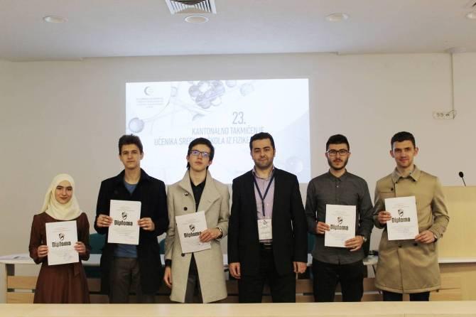 Učenici Behram-begove medrese prvi na Kantonalnom takmičenje srednjih škola iz fizike