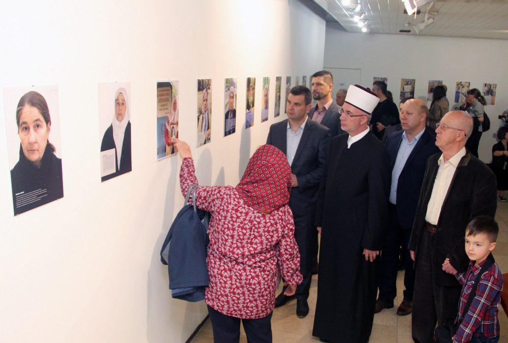 "Otvorena izložba fotoportreta ""Žene, živo srce Srebrenice"""