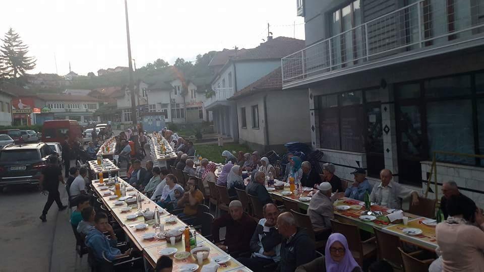 Iftar na čaršiji u Čeliću