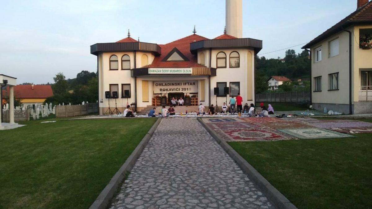 Lukavac: Tradicionalni omladinski iftar u Bokavićima