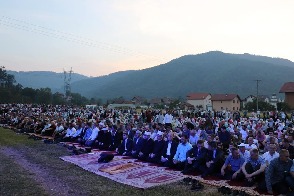 Veliki iftar u Konjević Polju još jednom okupio hiljade Bošnjaka na Drini