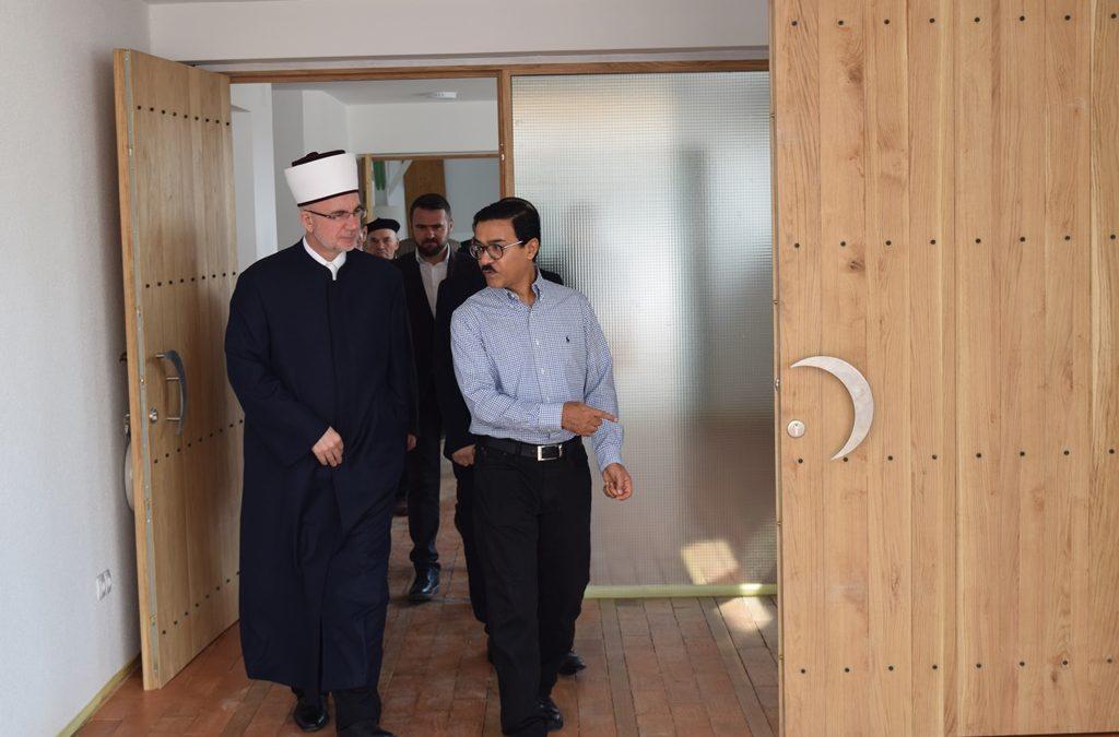 Ambasador Mominah i muftija Fazlović posjetili džamiju i edukativni centar u Dubnici (MIZ Kalesija)