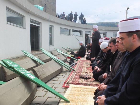 Ukopano 9 Bošnjaka na dženazi u Vlasenici