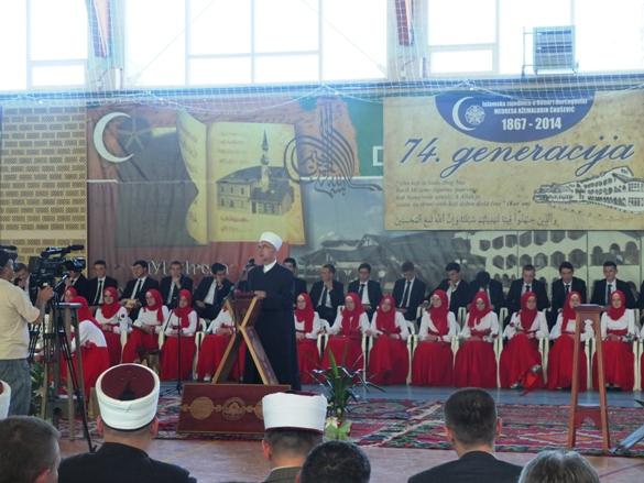 Muftija Fazlović kao izaslanik Reisu-l-uleme na maturskoj akademiji u Cazinu