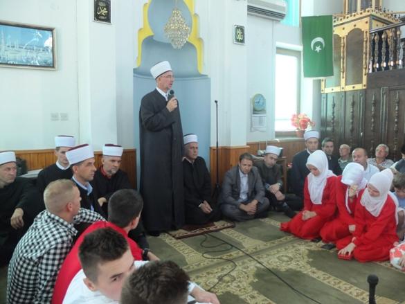 Širom Muftijstva tuzlanskog, danas, drugog dana Ramazanskog bajrama, obilježen je Dan šehida