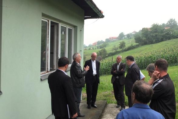 Ismail-ef. Smajlović i Vahid-ef. Fazlović u obilasku poplavama i klizištima ugroženih područja u Sapni, Kalesiji i Tuzli