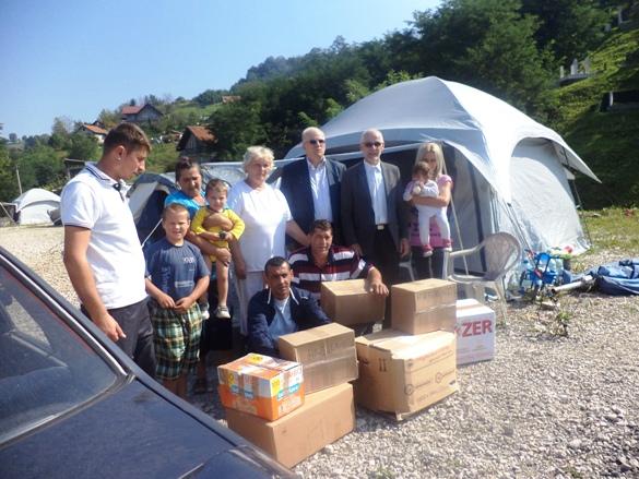 Uručena pomoć stanovnicima šatorskog naselja Turbesija