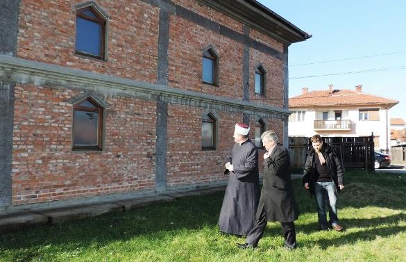 Međureligijsko vijeće i lokalne vlasti osudile atak na Salihbegovića džamiju