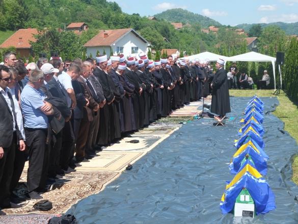 Klanjana deveta kolektivna dženaza na mezarju Veljaci