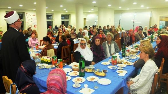 Muftija tuzlanski priredio iftar za Bošnjakinje