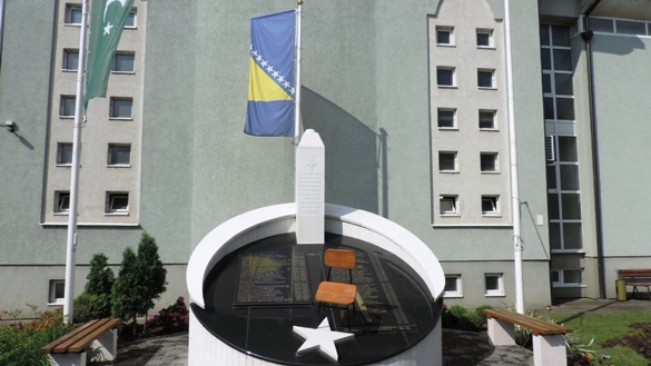 U Janji oskrnavljeno spomen-obilježje šehidima i civilnim žrtvama