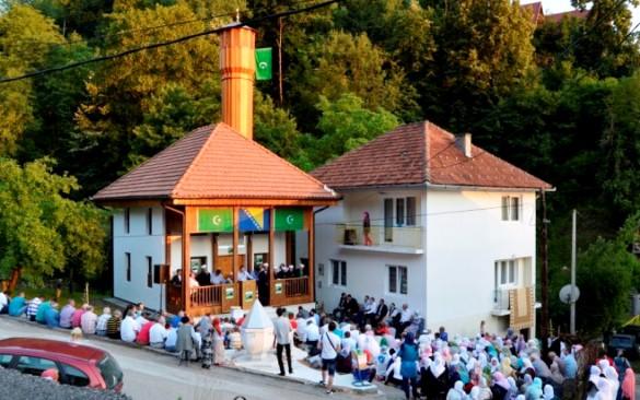 Otvorena Crvenoriječka džamija u Srebrenici
