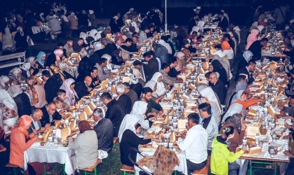 Organiziran iftar za 2000 postača