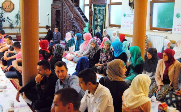 Omladinski iftar u Srebreniku