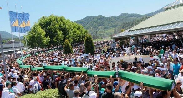 Obilježena 20. godišnjica Genocida nad Bošnjacima u Srebrenici i klanjana dženaza šehidima