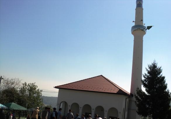 Vrijedne džematlije za dva mjeseca obnovile svoju džamiju