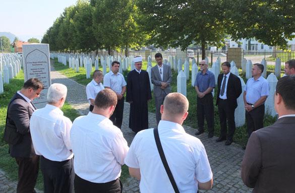 Članovi Savjeta muftije tuzlanskog za vjerska pitanja posjetili Srebrenicu i Bratunac i održali tematsku sjednicu Savjeta