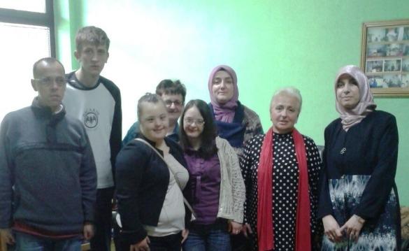 Gradačac: Asocijacija žena MIZ Gradačac posjetila udruženje kutak radosti u Gradačcu