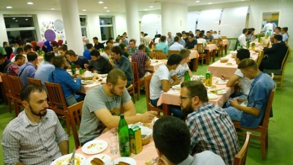 Omladinski iftar