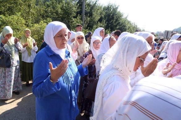 Srebreničke majke obišle stratišta u Podrinju