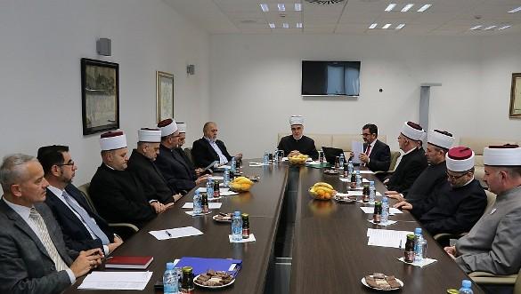 Izjava sa vanredne zajedničke sjednice Vijeća muftija i Rijaseta
