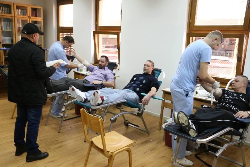 Više od stotinu džematlija darovalo krv