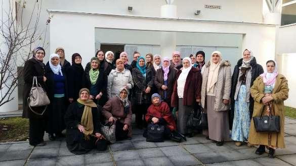 "Asocijacija žena MIZ Zvornik podržala ""Žene Srebrenice"" i posjetila Medresu u Tuzli"