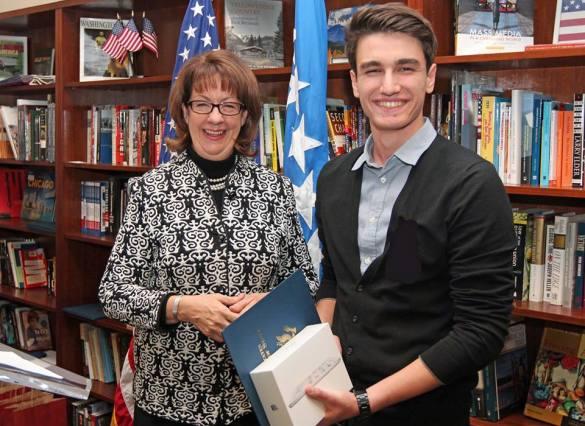 Učenici Behram-begove medrese Velid Hatić i Elmin Brguljašević  nagrađeni od Američke ambasade u BiH
