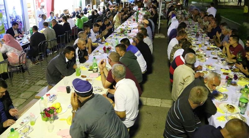 Jedinstven iftar u Bratuncu okuplja i povezuje