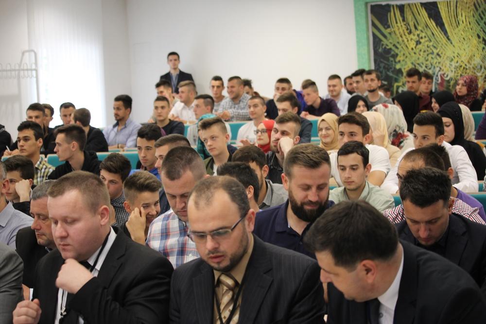 Okrugli sto u Tuzli: Islamska zajednica je najsigurnije utočište za mlade