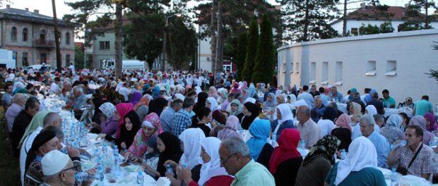 Brčko: Iftar pored Bijele džamije za 1.500 postača