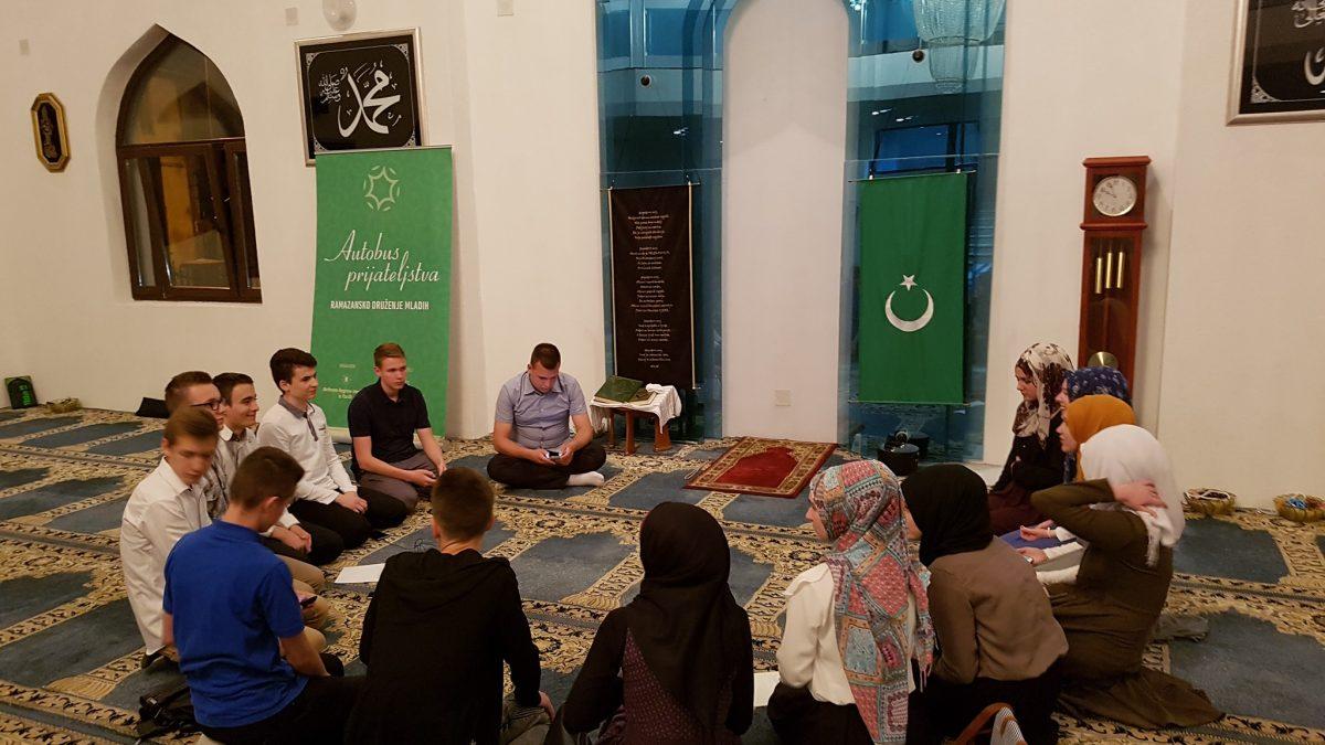 Učenici Behrem-begove medrese u posjeti mladima Muftijstva tuzlanskog