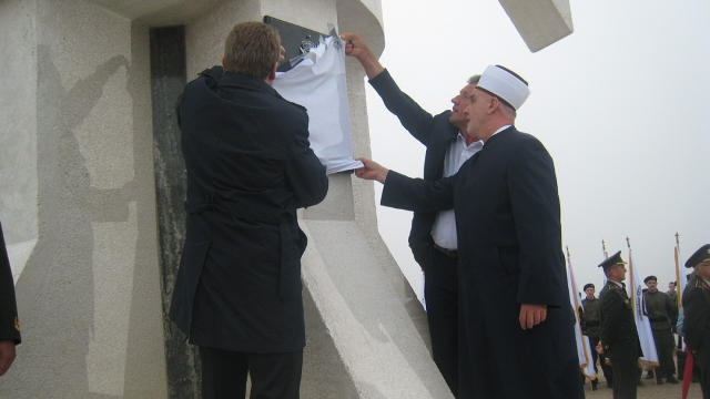 """U Gradačcu otkriven spomenik """"Ljiljan"""" i proučena Dova za domovinu"""