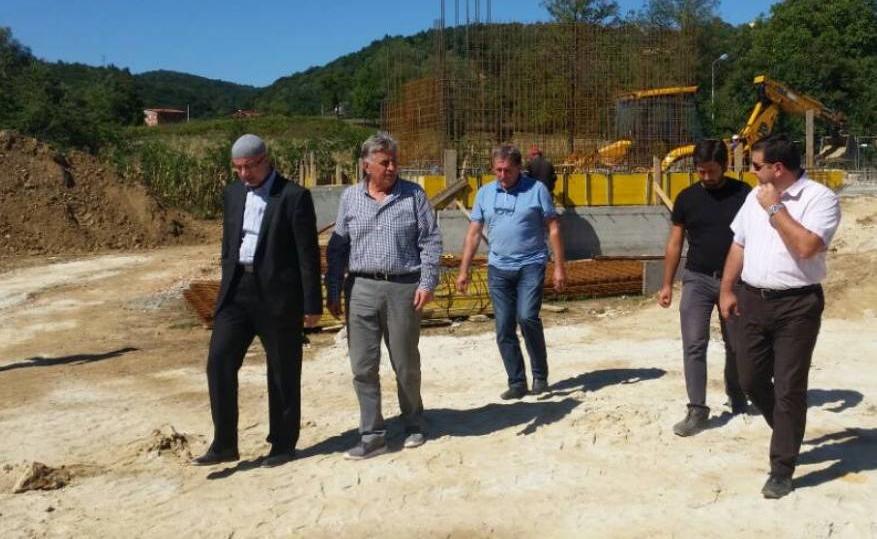 Muftija Fazlović posjetio gradilište džamije i edukativnog centra u kalesijskom naselju Dubnica
