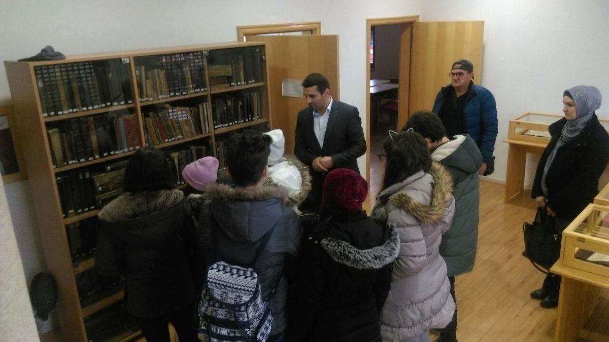 """Mekteblije iz Donje Obodnice posjetili JU Specijalna biblioteka """"Behram-beg"""""""