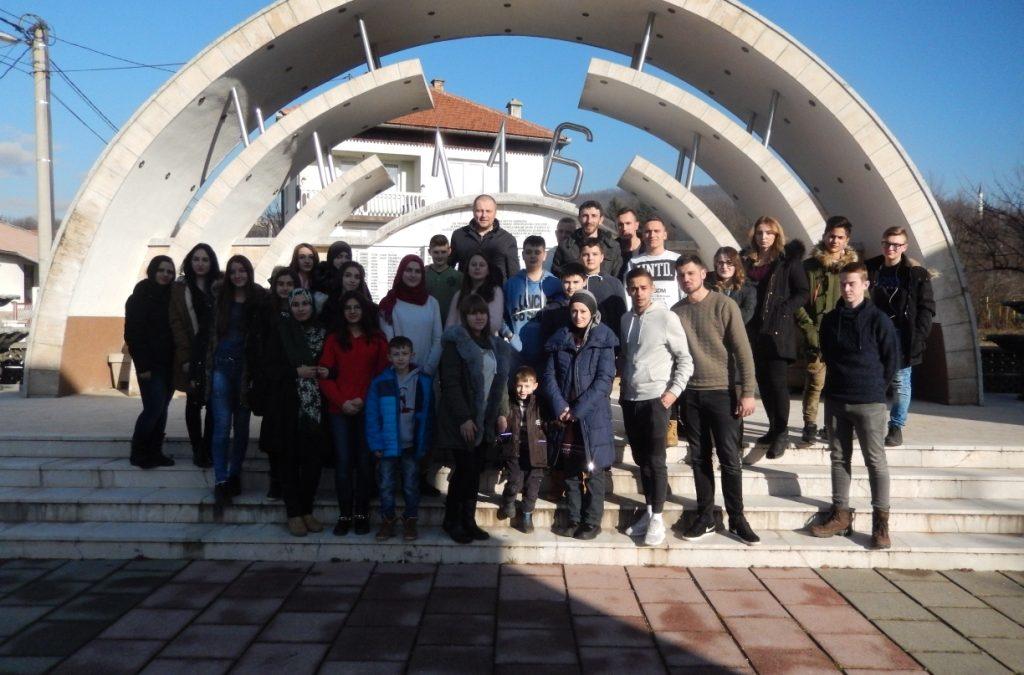 Mladi iz Janje posjetili Ahmiće, Travnik i Vlašić