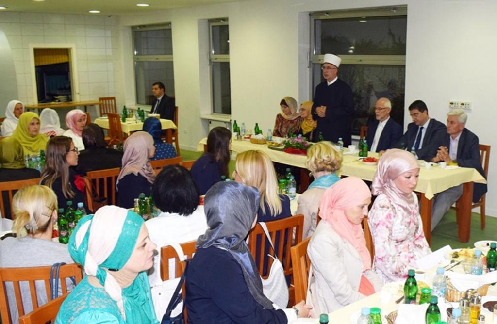 Tradicionalni iftar za Bošnjakinje