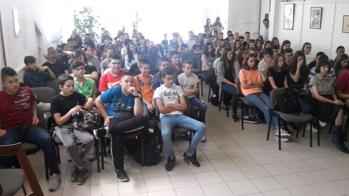 """Saradnja OŠ """"Hasan Kikić"""" Gračanica i CROPS-a: Održano predavanje o štetnosti droga"""
