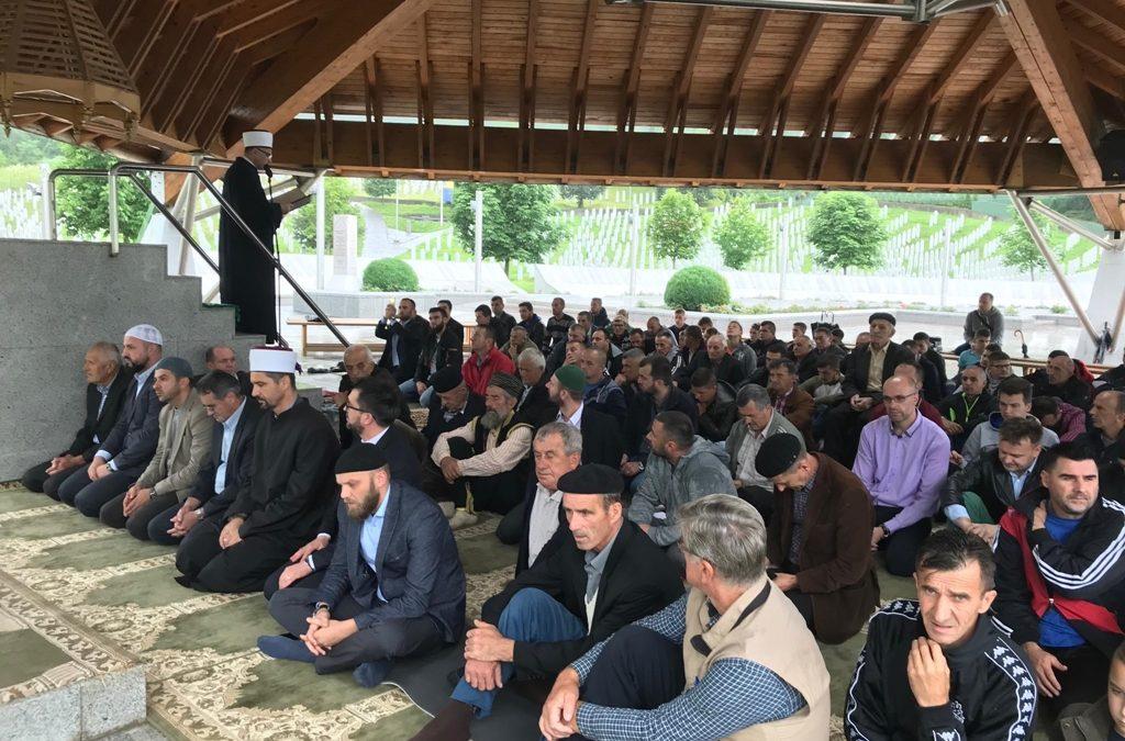 I tokom juna klanjana džuma-namaz na musali Memorijalnog centra u Potočarima