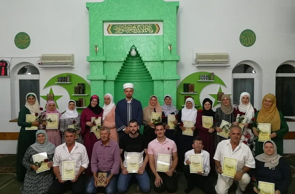 Kalesija: Hatma-dova u džematu Seljublje za 22 polaznika Škole Kur'ana