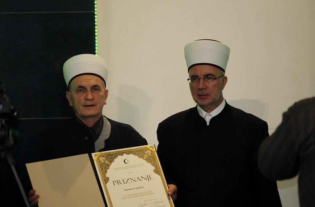 Trinaesta večer Kur'ana u Tuzli: Priznanje prof. Mustafa-ef. Spahiću