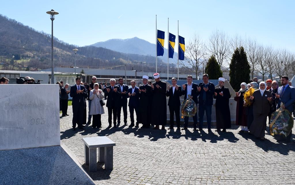 Obilježena šesnaesta godišnjica od prve dženaze u Memorijalnom centru u Potočarima